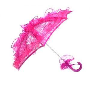 Parapluie en dentelle et éventail
